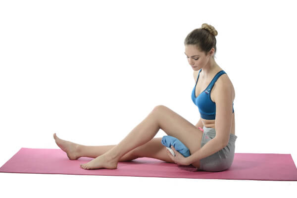 Ice pack hamstring muscle after injury